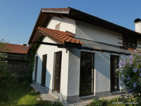 ROOMS4 – Freistehendes EFH mit Wintergarten und traumhaftem Garten, 83052 Bruckmühl, Einfamilienhaus