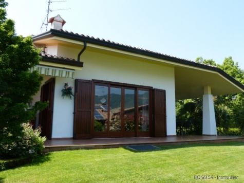ROOMS4 – Elegante Villa mit Traumgarten und Gardaseeblick, I-25010 San Felice del Benaco, Villa