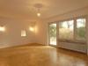 ROOMS4 - Großzügige 2 Zimmer Gartenwohnung in Bestlage Solln - Wohnzimmer zum Essplatz