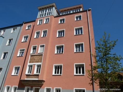 ROOMS4 – 4,5 Zimmer Wohnung mit Altbaucharme, Lift und Balkon im Glockenhof, 90461 Nürnberg, Etagenwohnung