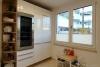ROOMS4 - sonniges Stadthaus mit Flair in Berg am Laim/ Baumkirchen Mitte - Küche mit Weinkühler