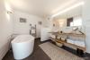 ROOMS4-Repräsentative Villa für ruhiges gesundes Wohnen in begehrter Lage in Waldperlach - Wannenbad
